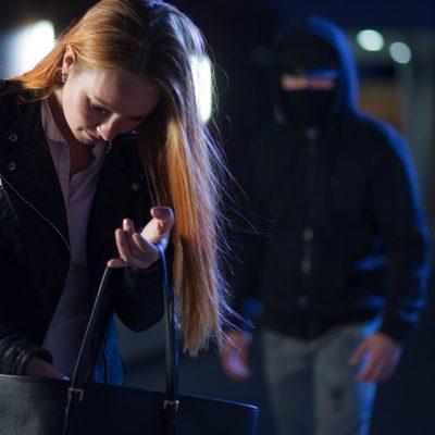 Stalker verfolgt Frau